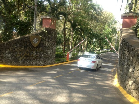 Casa Conde Beach-Front Hotel:                   Entrance