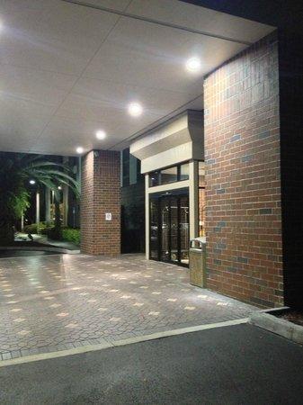 Days Inn & Suites Fort Myers near JetBlue Park: Hotel entrance at night