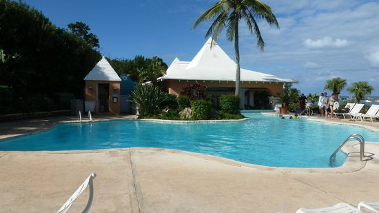 Grotto Bay Beach Resort: The pool