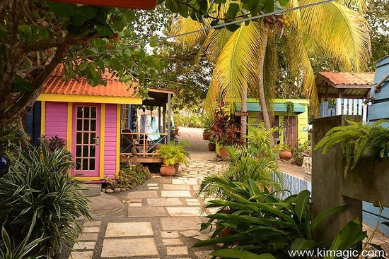 True Blue Bay Boutique Resort: Giftshop Area