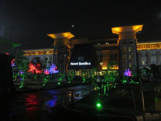 Hotel Santika Taman Mini Indonesia Indah-:                   De Noche