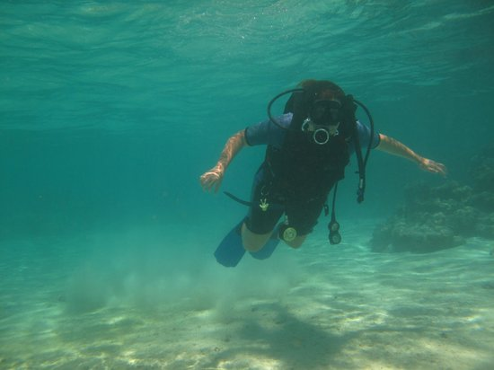 Cook Island Divers:                   Getting the hang of it!