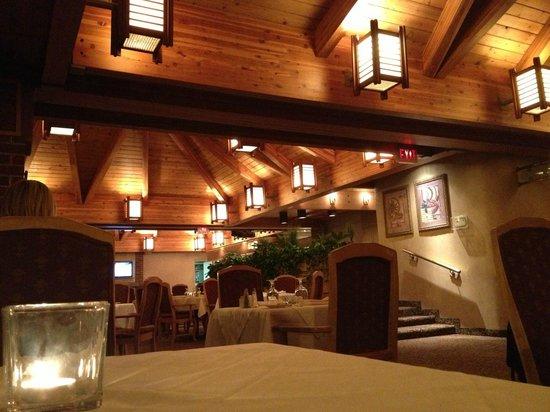 Edward Hotel Markham : Restaurant and Bar area