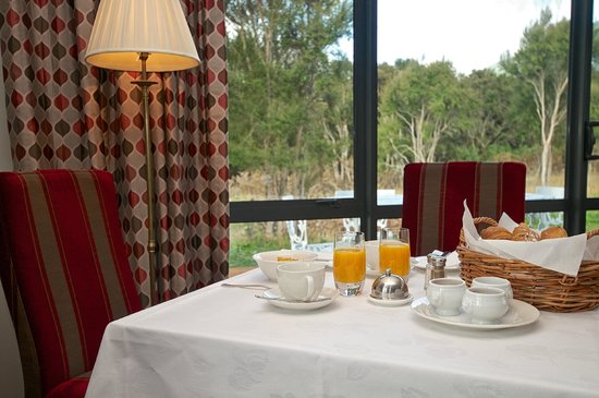 Manakau Lodge: Breakfast in style