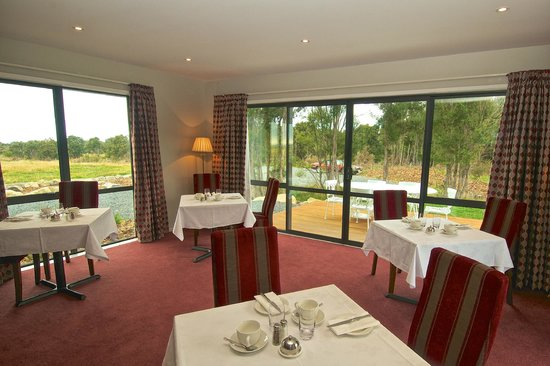 Dine in style at Manakau Lodge