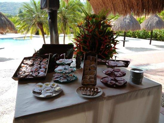 Hotel Porton del Sol:                   restaurante mesa de postres