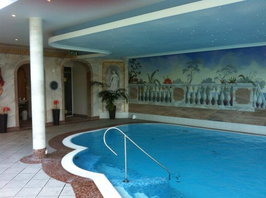 Hotel Rösslhof: Swimming Pool - Larchenhof Hotel - next door Hotel