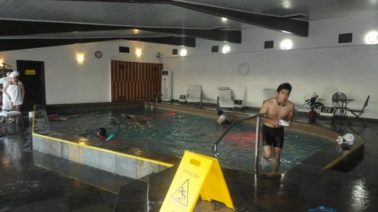 Hotel Cabana del Lago:                                     Piscina temperada