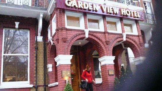 Garden View Hotel:                   esterno