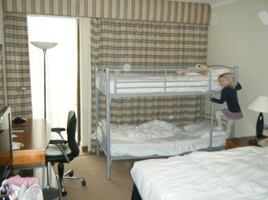 Hilton London Gatwick south terminal: Family room