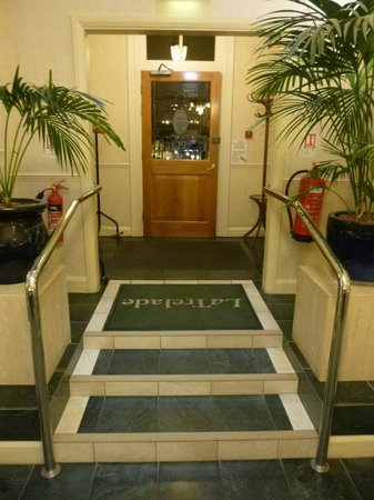 La Trelade Country House Hotel: Entrance & steps