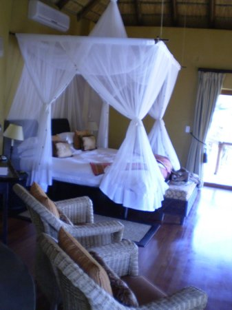 Tuningi Safari Lodge:                   The bed