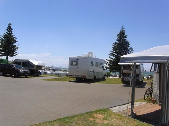 Papamoa Beach Resort: Middle of camp overlooking the ocean