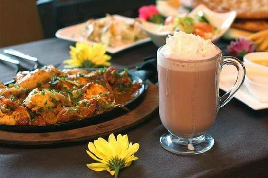 3 Olives Mediterranean Bar & Restaurant: Chicken Karahi and Sheer Chai