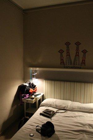 Pension Portugal:                   Pokój 209- łóżko