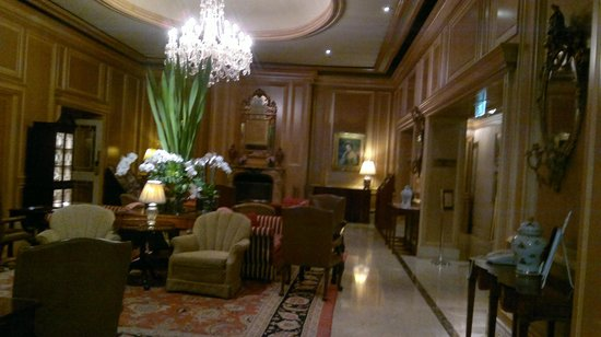 Sir Stamford at Circular Quay Hotel Sydney:                   Sitting room in front of function room