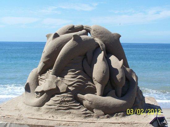 Friendly Vallarta All Inclusive Family Resort :                   Sand sculpting on the Malecon