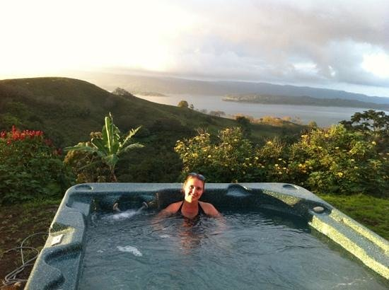 Essence Arenal Boutique Hostel :                   hot tub with a view
