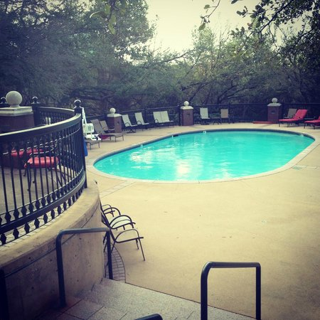 Renaissance Austin Hotel: outdoor pool