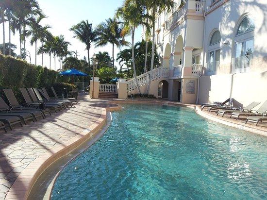 هيلتون نابولي:                   Hilton Naples Pool area                 