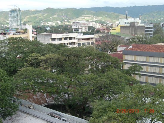Fuente Oro Business Suites: view from the rooftop coffee shop