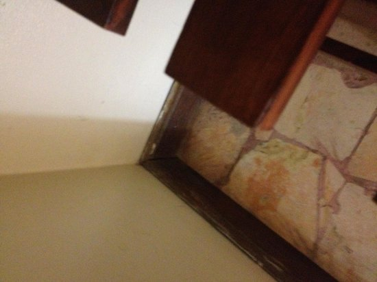 توبيز ريزورت:                   filthy rooms                 