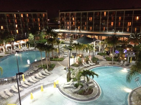 Sheraton Lake Buena Vista Resort:                   Night view