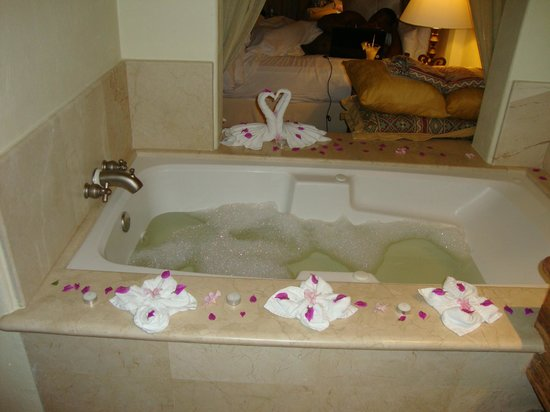 Marquis Los Cabos All-Inclusive Resort & Spa:                   Turndown bubble bath