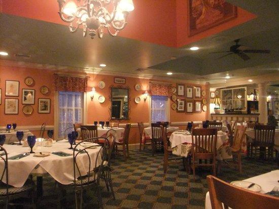 Charlie's L'Etoile Verte : Inside of the restaurant