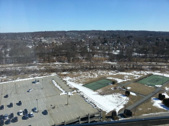 Sheraton Mahwah Hotel:                   Nothing spectacular in the day