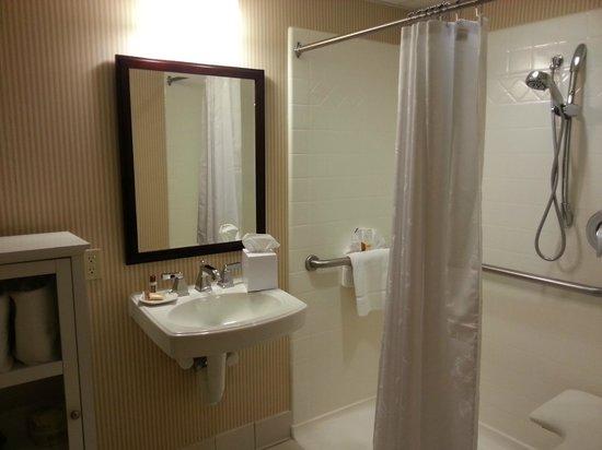 Sheraton Mahwah Hotel:                   Nice clean bathroom