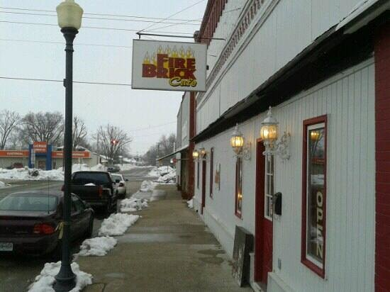 Vandalia, MO:                                     Front of restaurant.