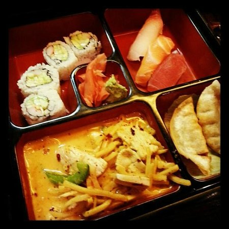 Joto Thai-Sushi:                   Lunch Bento with Red curry chicken