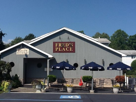 Fred's Place Front