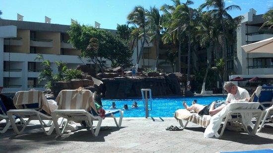 El Cid El Moro Beach Hotel:                   Boulder Island at El Moro pool