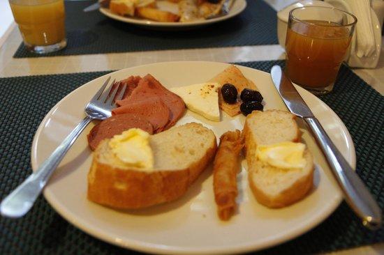 باسيليوس هوتل:                   Breakfast                 