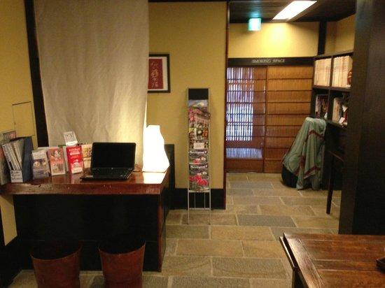 Kyomachiya Ryokan Sakura Honganji:                   Lobby area