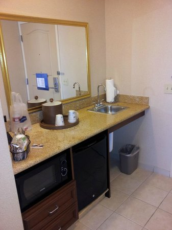 Hampton Inn & Suites Pittsburg: kitchenette