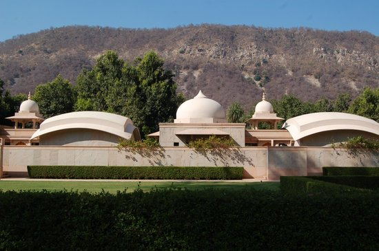 Ajabgarh, India: Hotel domes and the Aravalli Hills