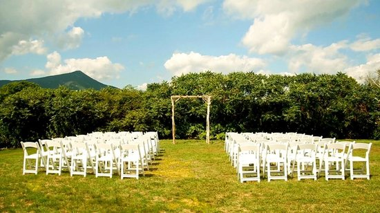 Darby Field Inn:                   Wedding Ceremony Setup at the Darby