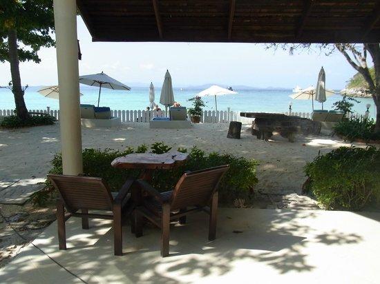 Rayaburi Resort (Racha Island):                   部屋入口からの写真