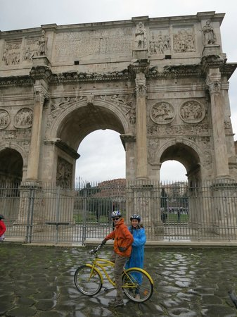 Italy Cruiser Bike Tours - Rome :                   .
