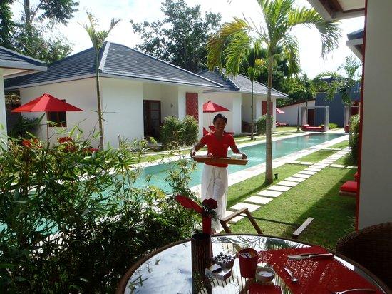 Rouge Bali - Villas & Spa:                   Pagi, breakfast is ready!