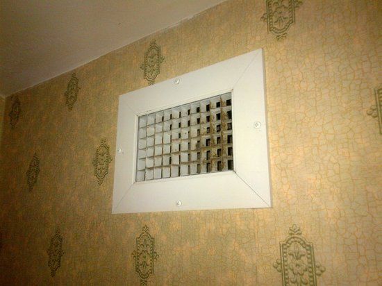 Embassy Suites by Hilton Destin - Miramar Beach:                   Filth on exhaust vent in bathroom