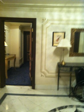 InterContinental Dar Al Tawhid : The corridor to the rooms