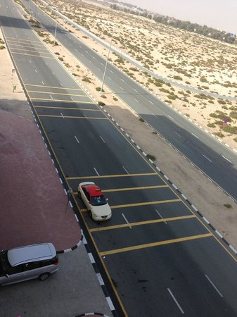 Premier Inn Dubai Silicon Oasis Hotel: Rumble strips from 407 - create noise