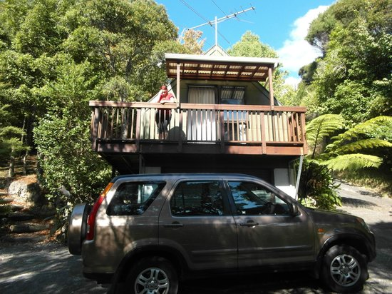 The Mousetrap Backpackers:                   Studio Apartment