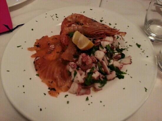 'A Pazziella:                   Antipasto freddo : polipo , salmone , gamberone