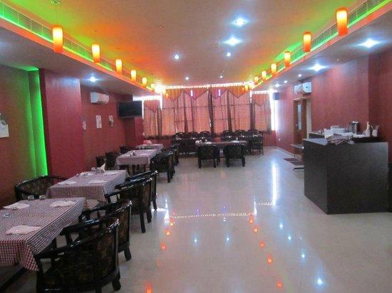 Kannauj, อินเดีย: Royal Rasoi- multi-cuisine family restaurant