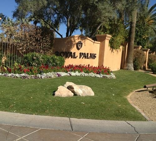 Royal Palms Resort and Spa: official sign at driveway entrance
